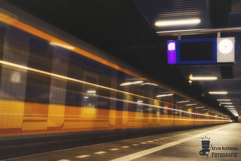 Intercity im Bahnhof Rotterdam-Blaak von Kevin Slotboom
