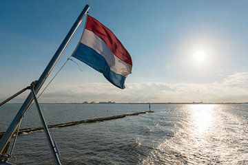 Waddenzee met Nederlandse vlag van Tonko Oosterink