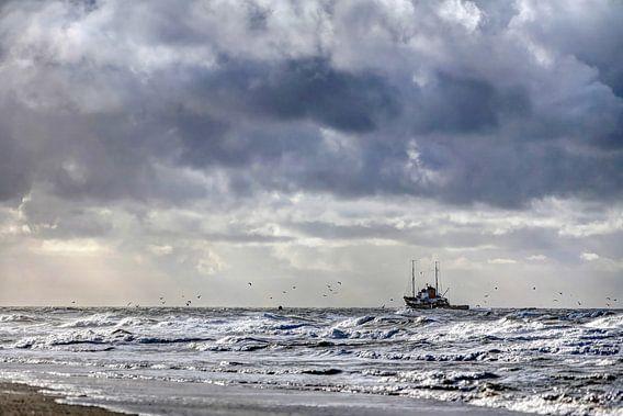 Vissersboot aan de Texelse kust