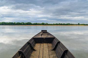 Bootje op de rivier van Mark Bolijn
