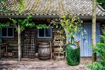 Gartenstillleben mit Vase.