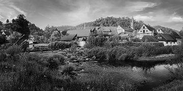 Panorama vakwerkhuizen in Schiltach  in zwart-wit