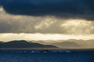 Wolken über den Lyngdalsfjord in Norwegen von Rico Ködder