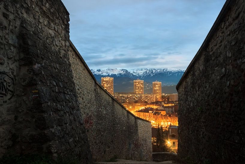 View of Grenoble after sunset from the Bastille van Luis Fernando Valdés Villarreal Boullosa