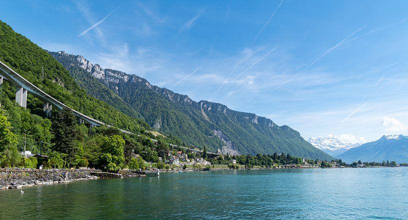 Highway langs het meer van Genève, Zwitserland van Ingrid Aanen