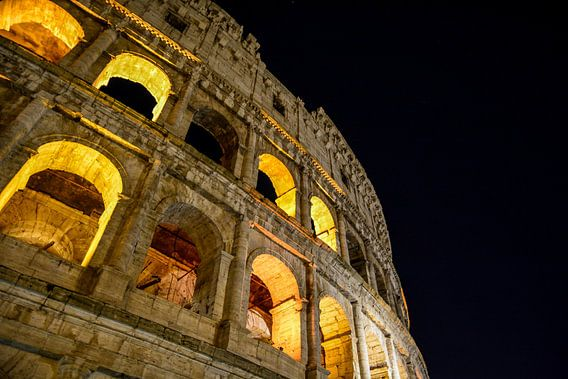 colosseum by nigt