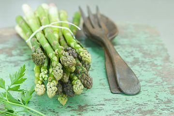 SF11409607 Asperges vertes avec couverts à salade sur BeeldigBeeld Food & Lifestyle