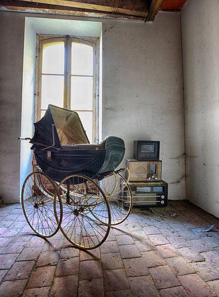 Blauer Kinderwagen von Anne Van Gils