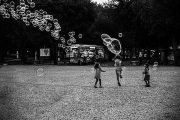 Blasenblasende Kinder von Colin Eusman