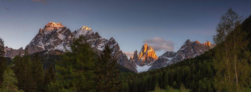 Mountain peaks in panorama van Marcel van Balkom