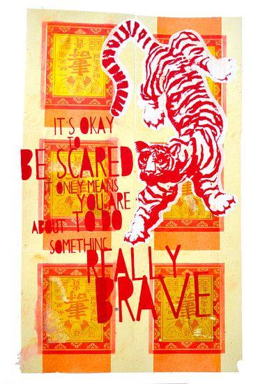Brave gold tiger van Inge Buddingh