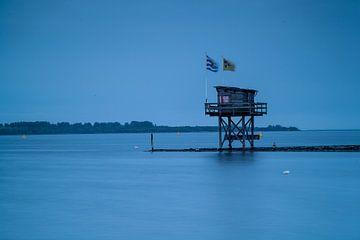 flags by house on waterside van jan koelewijn fotografie
