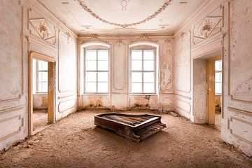 Klavier im Verlassenen Palast.