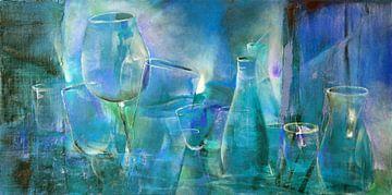 Partij: flessen, kannen en glazen in blauw en turkoois van Annette Schmucker