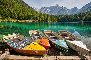 Bateaux sur un lac de montagne sur Kevin Baarda