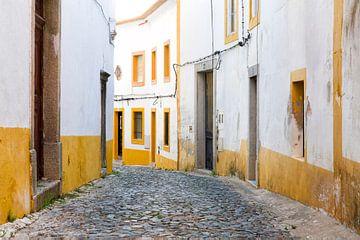 Straat in Lissabon van Rob van Esch