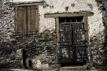 what's behind that door?2