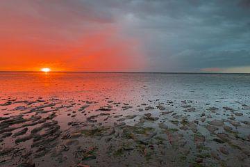 Het Wad bij zonsondergang van Richard Gilissen