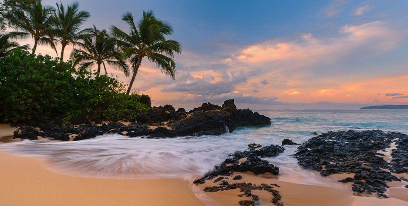 Zonsopkomst Secret Beach, Maui, Hawaii van Henk Meijer Photography