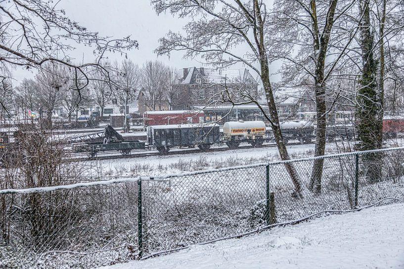 Genieten van de eerste sneeuw in Zuid-Limburg van John Kreukniet