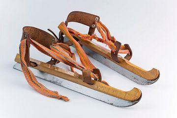 Authentieke oude houten Nederlandse schaatsen van Tonko Oosterink