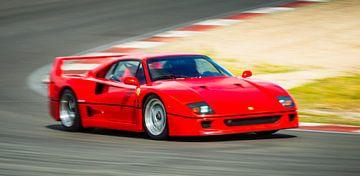 Ferrari F40 jaren '80 superauto op hoge snelheid op het circuit van Sjoerd van der Wal