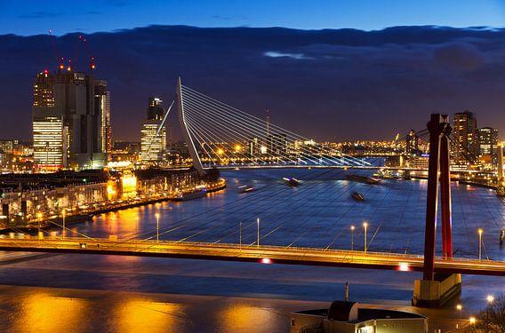 Rotterdamse bruggen in de avond