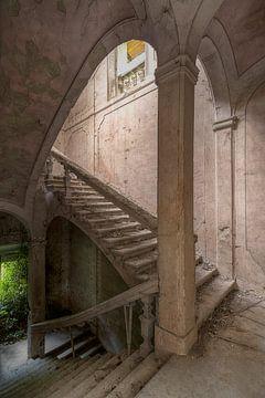 Vervallen Staircase van Frans Nijland