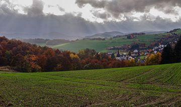 Warme herfstkleuren en vakwerkhuizen - Sauerland - Duitsland von Jeroen(JAC) de Jong