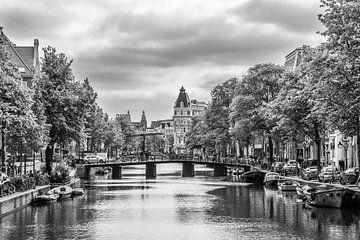 de Kloveniersburgwal in Amsterdam van Ivo de Rooij