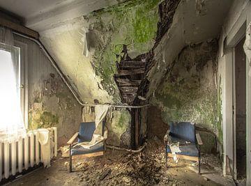 Gästezimmer in einem baufälligen Skihotel von Olivier Photography