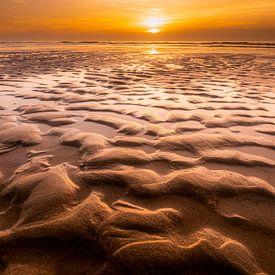 Strandstructuren op Texel van Ton Drijfhamer