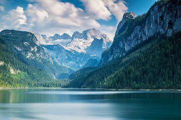 Lac de montagne près de Dachstein sur