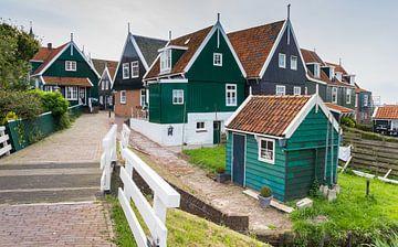 Traditionele houten huisjes in Marken van Marc Venema
