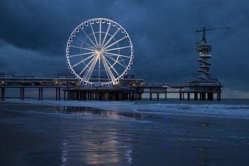 Scheveningen pier reuzenrad avond van Hans Vos Fotografie