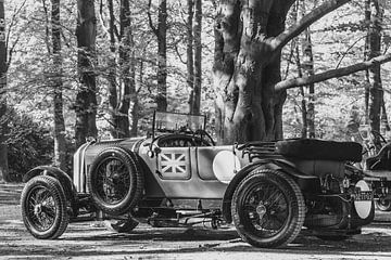 Bentley 3-Liter-Geschwindigkeitsmodell, viersitziger Le-Mans-Oldtimer-Rennwagen in Schwarz-Weiß von Sjoerd van der Wal