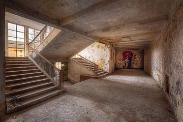 Abandonnée Escalier avec Mural. sur Roman Robroek