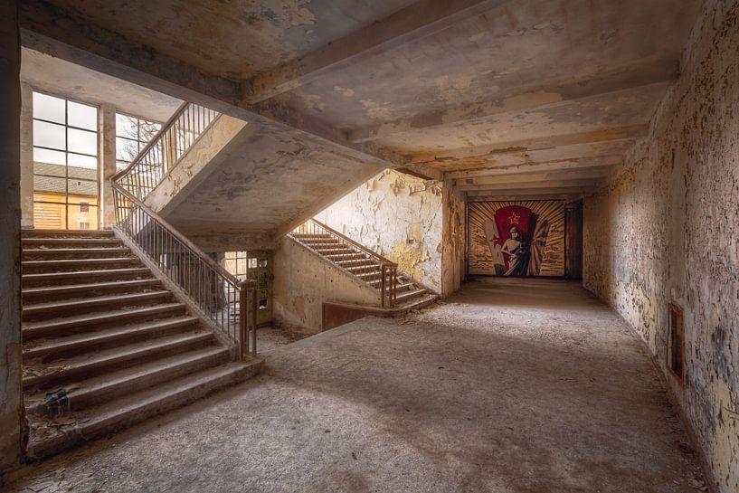 Trap in Verval met Muurschildering. van Roman Robroek