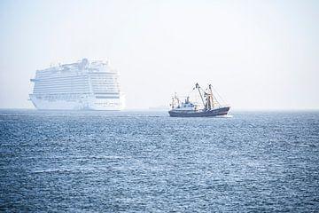 Schiffe in der Nordsee von Guus van der Linde