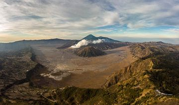 Luchtfoto van Mount Bromo en zijn omgeving op Java (Indonesie) von Claudio Duarte