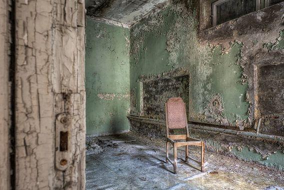 Verlaten plaats - eenzame stoel van Carina Buchspies