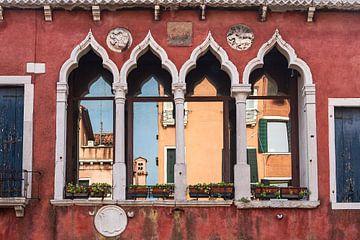 Historische gebouwen in de oude stadskern van Venetië van Rico Ködder