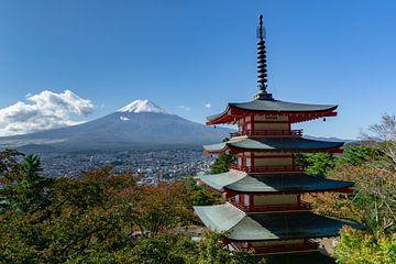 De berg Fuji en de Chureito Pagode in Kawaguchi van Melanie Jahn