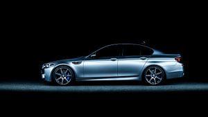 Mat grijs BMW M5 30 jahre editon van