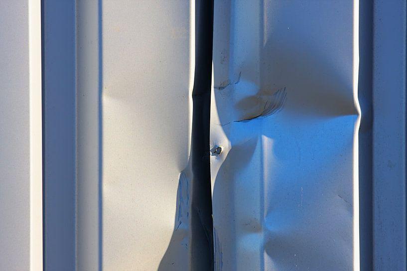 Gedeukt stalen platen van Jan Brons