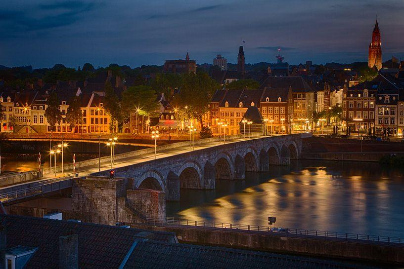 Maastricht by night van Dennis van Sint Fiet