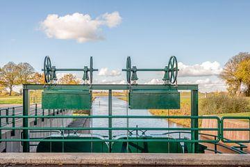 Historische niederländische Entwässerungsschleuse Bovenlandsche Lock von Ruud Morijn