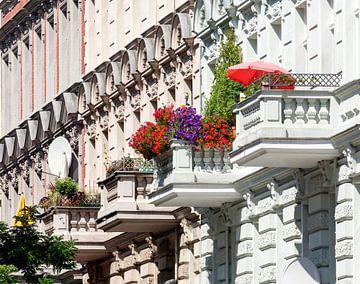 Berlin: Klassizistische Hausfassade  in Charlottenburg