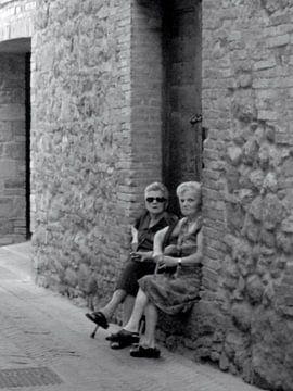 Inwoners van Pienza Italië von Isabelle Val