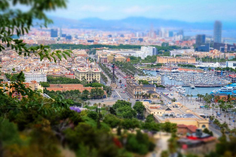 Uitzicht op La Rambla Barcelona vanaf de Montjuïc met tilt-shift diorama effect